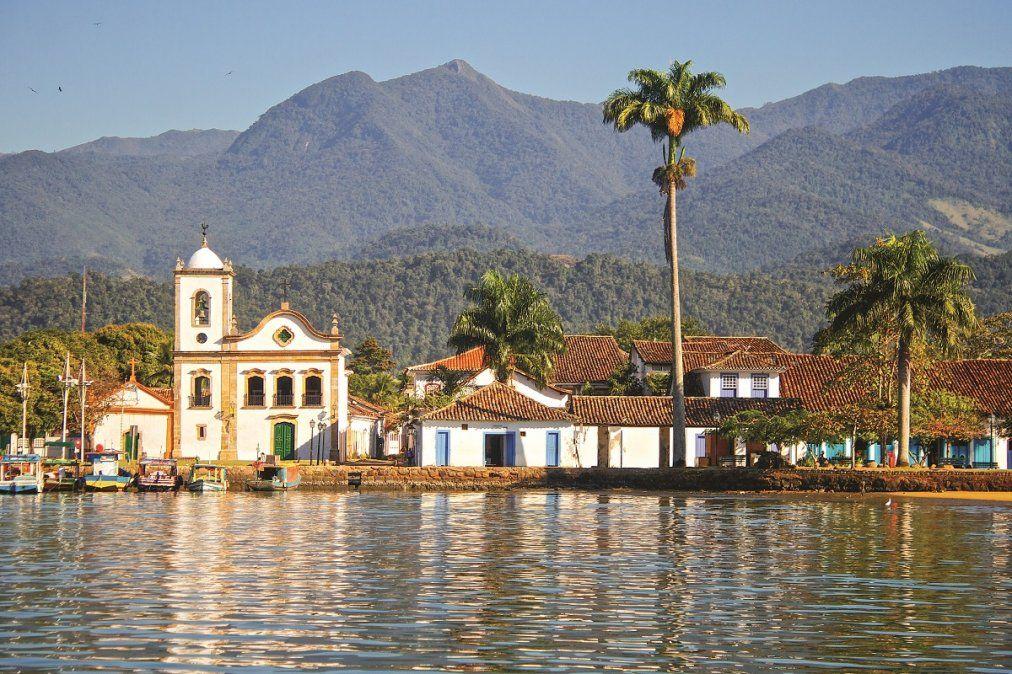 Paraty combina bellas playas con una enorme riqueza colonial.