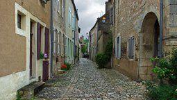 Los pueblos de la Borgoña despliegan construcciones medievales y una excelente gastronomía que se acompaña con los vinos de la zona.