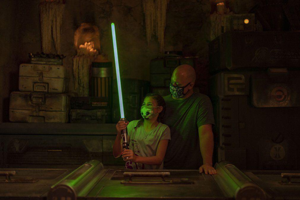 Walt Disney World retoma una de sus principales atracciones: la creación de tu propio sable de luz.