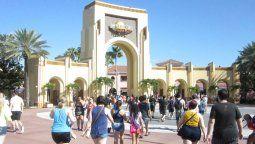 Tanto los parques de Disney como de Universal anunciaron su cierre hasta fin de mes.
