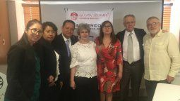 Brisa Amaya con los patrocinadores.