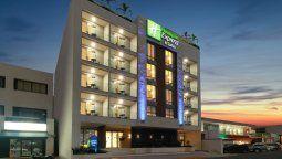 Holiday Inn Express & Suites Playa del Carmen.