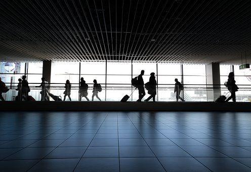 El tráfico de pasajeros en los aeropuertos del país sigue en números rojos.