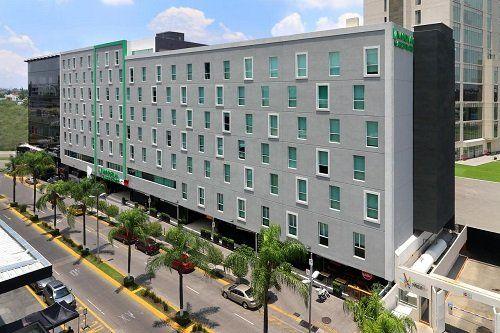 Hotel Wyndham Garden Guadalajara Acueducto.