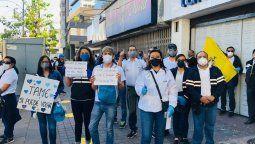Trabajadores de TAME durante plantón en Quito