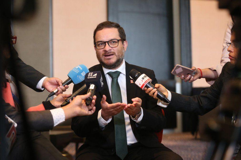 Ministro Vásquez resalta apoyo a aerolíneas