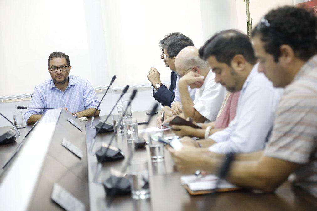 Ministro Vásquez presentó plan económico para el sector turismo.