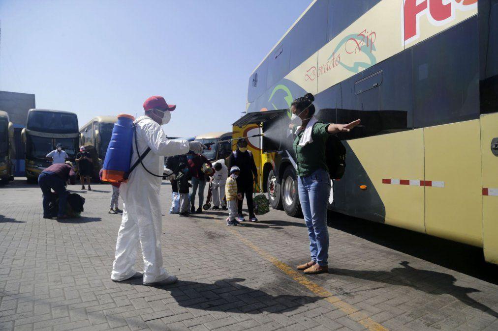 Protocolos incluyen desinfección de pasajeros y unidades de transporte.