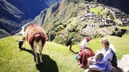 Ministro Lozada anunció que a finales de junio se reinician los viajes nacionales en Perú.