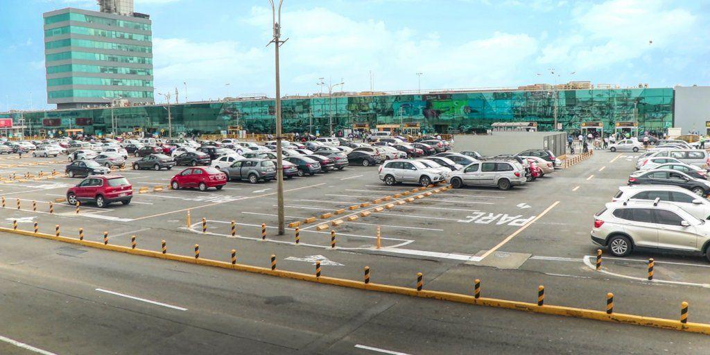 Los Portales y LAP implementan estacionamientos inteligentes en el Aeropuerto Internacional Jorge Chávez.