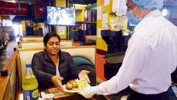 ¿Cómo operan los restaurantes en la reapertura?