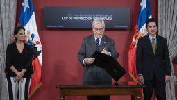 Presidente promulgó la ley que protege el empleo y da apoyo a los empresarios.