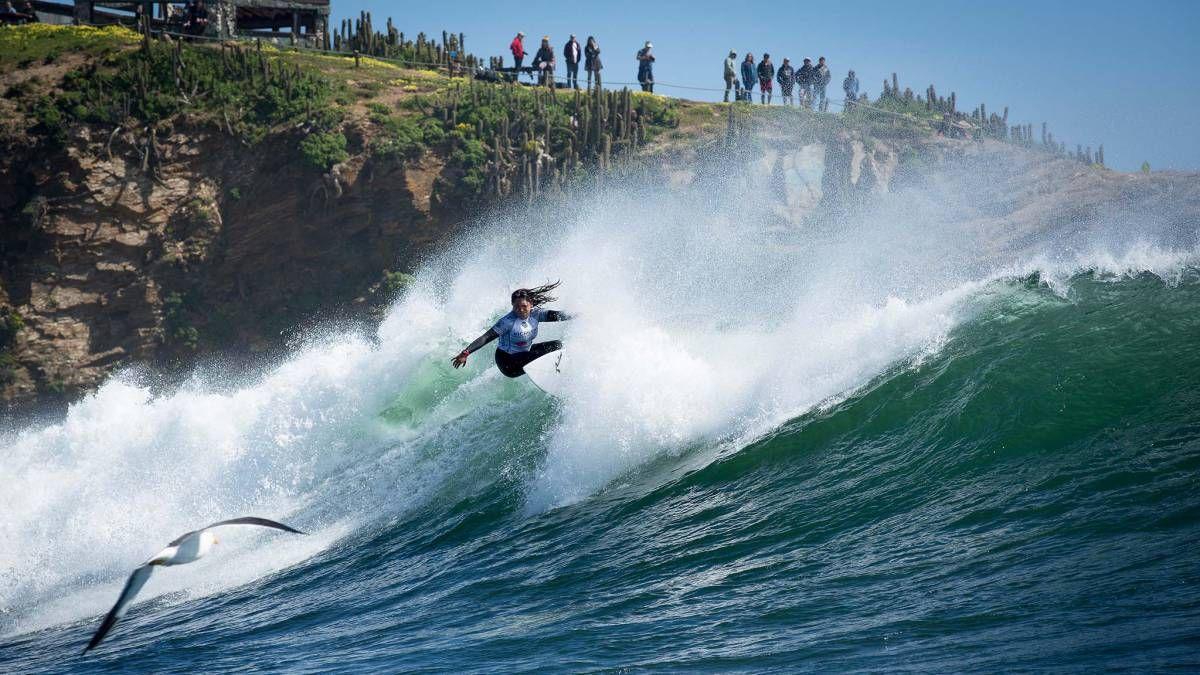 El curso online de Ladevi Capacita destaca las olas de Pichilemu, de fama internacional para la práctica del surf.