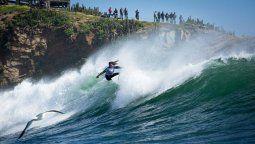 El curso online de Ladevi Capacitadestaca las olas de Pichilemu, de fama internacional para la práctica del surf.
