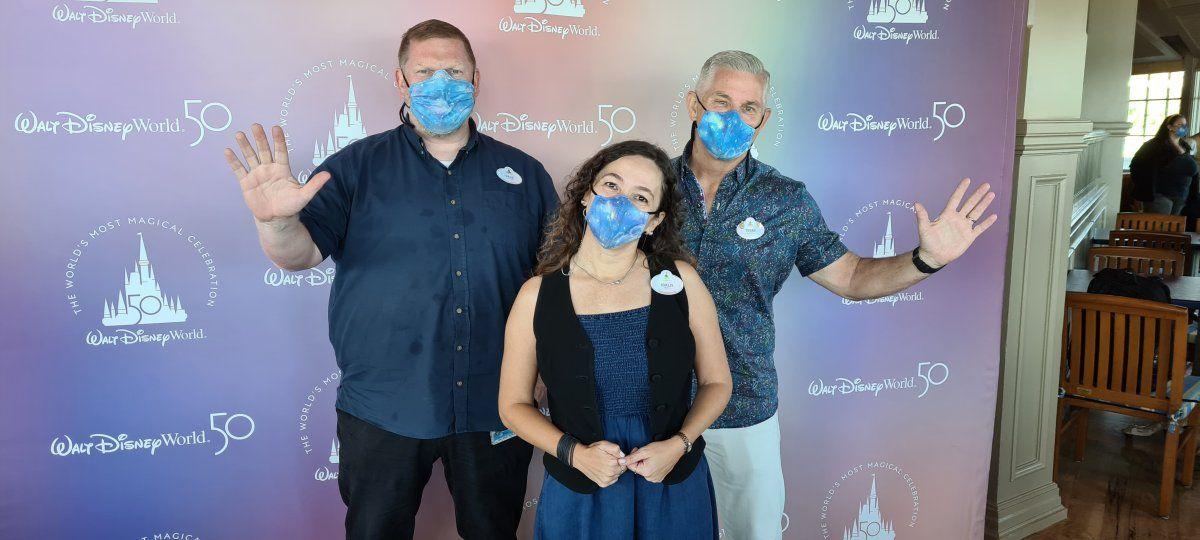 El equipo directivo de Relaciones Públicas de Disney Destinations: Dave Coombs, Terry Brinkoetter e Idalis Mercado.