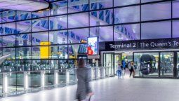 Gran Bretaña prevé reabrir los vuelos internacionales en mayo.
