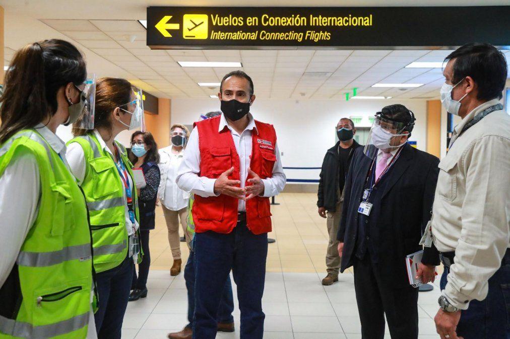 Carlos Estremadoyro anuncia vuelos internacionales desde y hacia Perú.