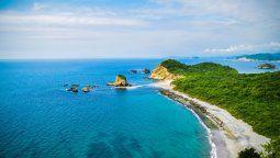 Destinos como Puerto López se muestran optimistas en cuanto al próximo asueto, mientras enclaves como Sucre en Manabí cierran sus playas por 30 días.