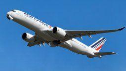 Air France y KLM operan vuelos sin escalas a París y Ámsterdam.