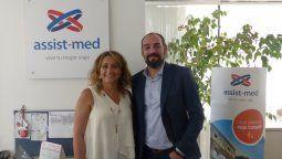 Roxana Otero, de Assist Med Chile, junto a Pablo Marinetti.