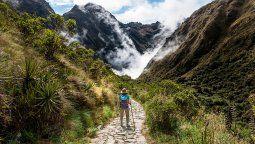 Autoridades de Cusco y Sernanp realizaron vacunación masiva a 400 porteadores que operan en la ruta del Camino Inca de Machu Picchu.