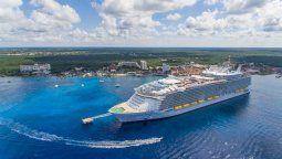 El regreso de cruceros muestra la confianza de navieras y turistas internacionales en Caribe mexicano, dijo Pedro Hermosillo, director de Turismo de Cozumel.