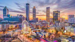 Atlanta, la capital del sureño estado de Georgia, impacta por su moderno skyline.