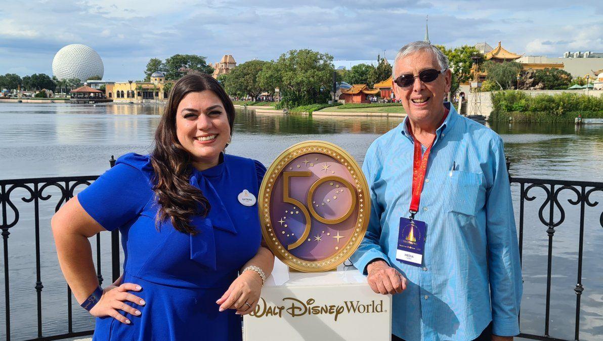 Katrina Mena Rick, gerenta de Media Productions de Disney, y Alberto Sánchez Lavalle, director editorial de Ladevi Latam.