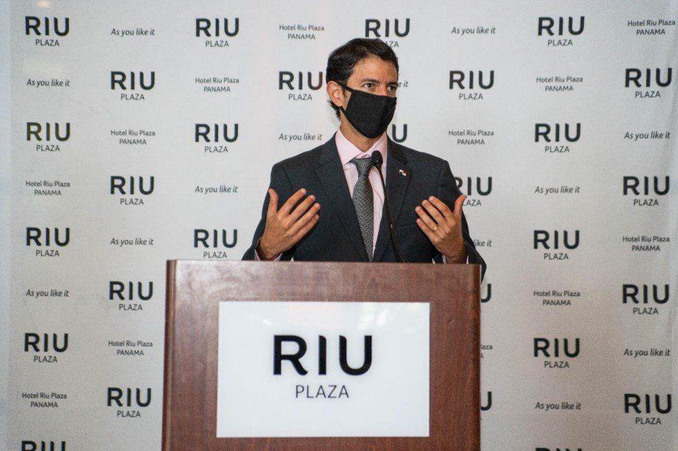 La reapertura del RIU Plaza Panama contó con la presencia del ministro de Turismo de Panamá, Iván Eskildsen.