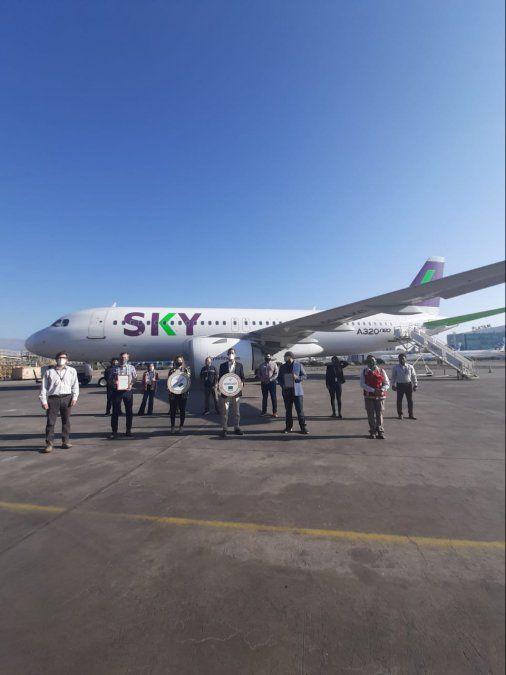 Sky recibió el sello en el Aeropuerto de Santiago.
