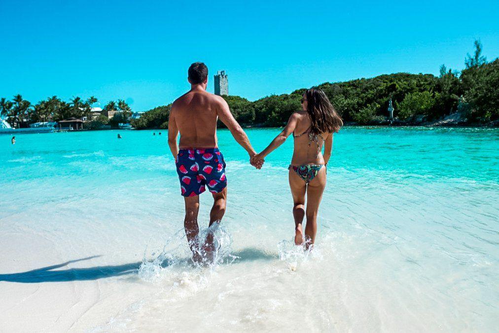Blue Lagoon Island cuenta con amplias playas, incluyendo una experiencia VIP.