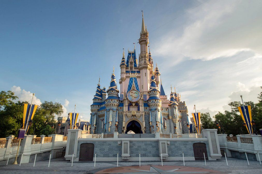 En el Magic Kingdom el castillo de Cenicienta se apresta a ser el eje de La celebración más mágica del mundo.