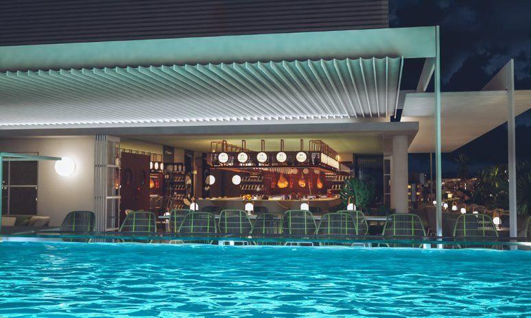 Terraza con piscina infinita en el Iberostar Selection Miraflores.