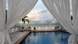 La piscina que ofrece Radisson Hotel Diamond Barranquilla