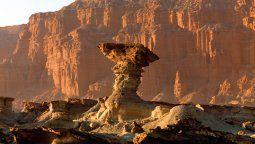 El Parque Provincial Ischigualasto, área protegida de Argentina, es conocido como el Valle de la Luna.
