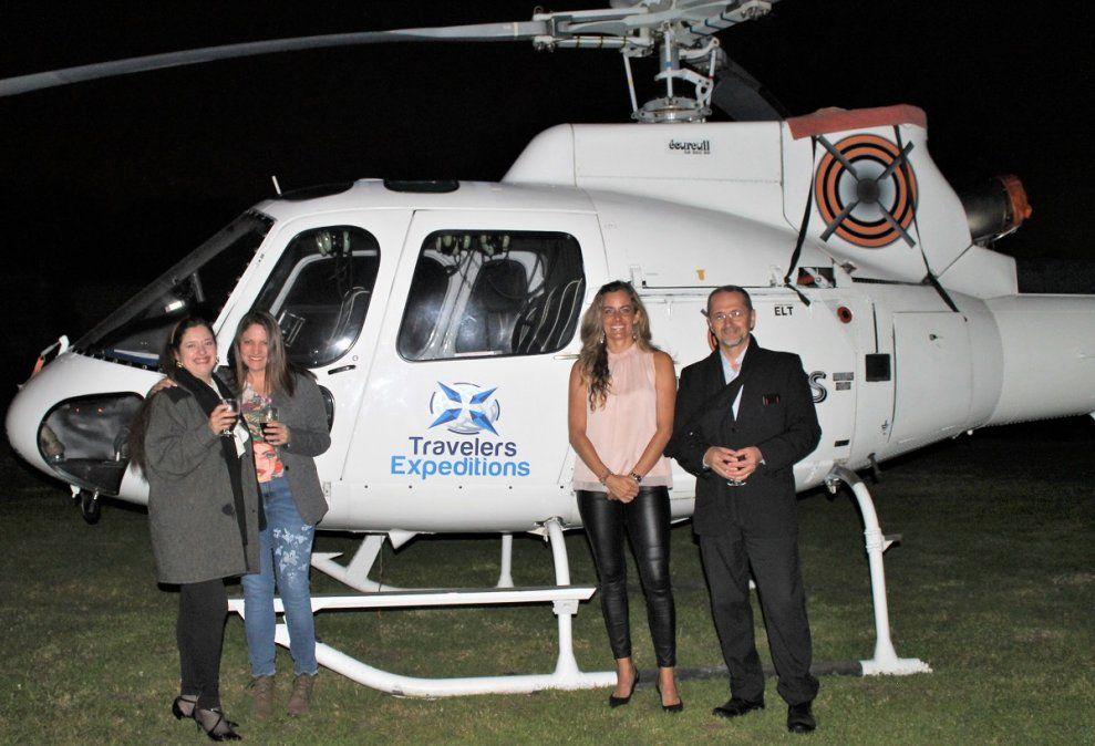 la compañía ofrece sobrevuelos en helicóptero combinados con gastronomía de alto nivel.