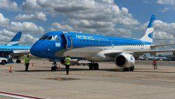 El primer Embraer E190 pintado con los colores de Aerolíneas Argentinas