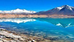 Lagunas, salares, ríos y volcanes integran el paisaje del Parque Nacional Nevado Tres Cruces, en el norte de Chile.