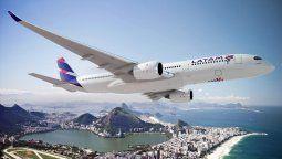 Latam Airlines anunció que seguirán operando en cielos peruanos.