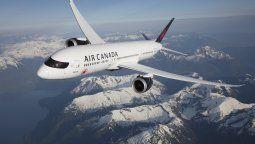 La aerolínea canadiense retornará sus vuelos con Santiago.