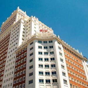 RIU HOTELS & RESORTS. Abrió el Riu Plaza Madrid, un hito en la historia de la compañía