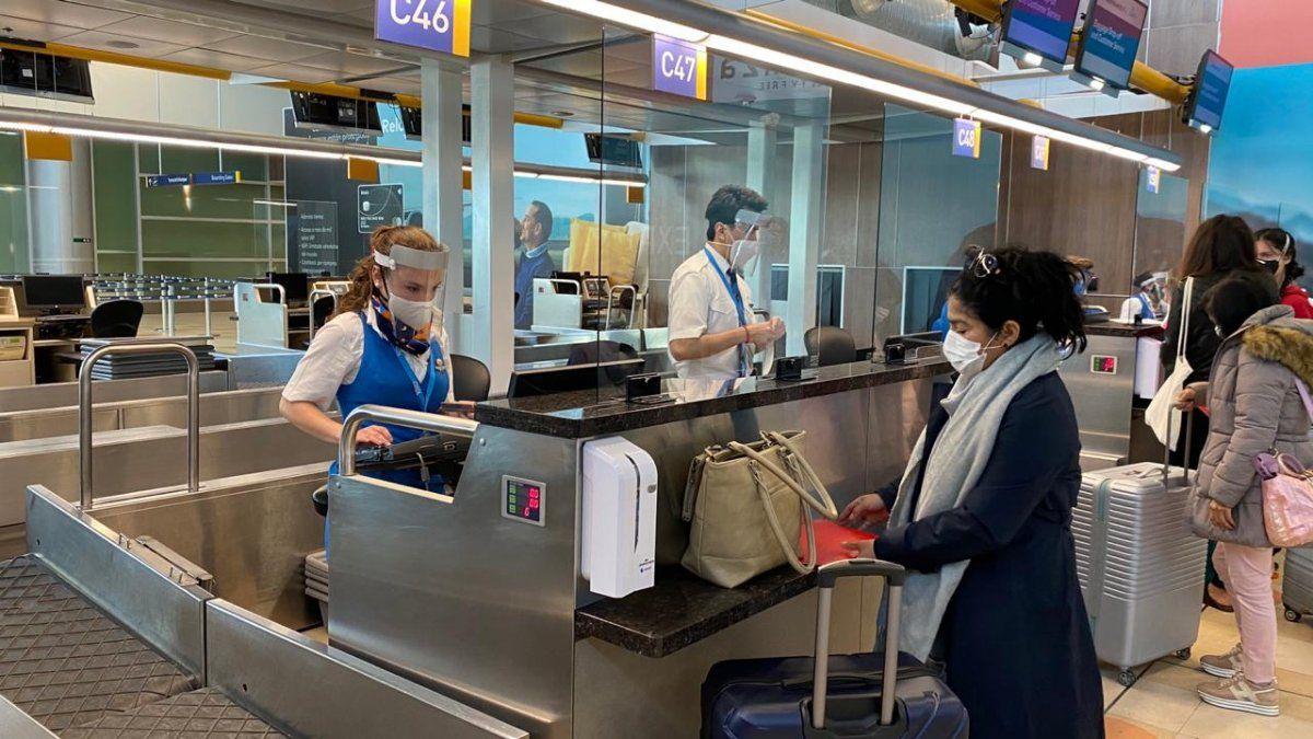 Varios son los requisitos para realizar vuelos dentro y fuera de Ecuador. Quiport puntualizó las disposiciones más actualizadas.