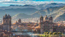 Cusco propone vacunar a toda la población cusqueña para la reactivación turística.