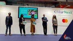 Alessandra Alonso, co-fundadora de Women in Travel CIC; y Elena Martínez, subdirectora de la Fundación Codespa; han sido las encargadas de recoger los galardones en Fitur.