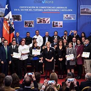 Presidenta Bachelet certifica a trabajadores del sector turismo