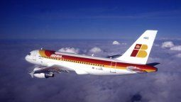 Un Airbus A319 de Iberia luciendo la vieja imagen de la compañía.