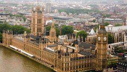 Europa: El Parlamento Británico aprobó la medida que limita los viajes.