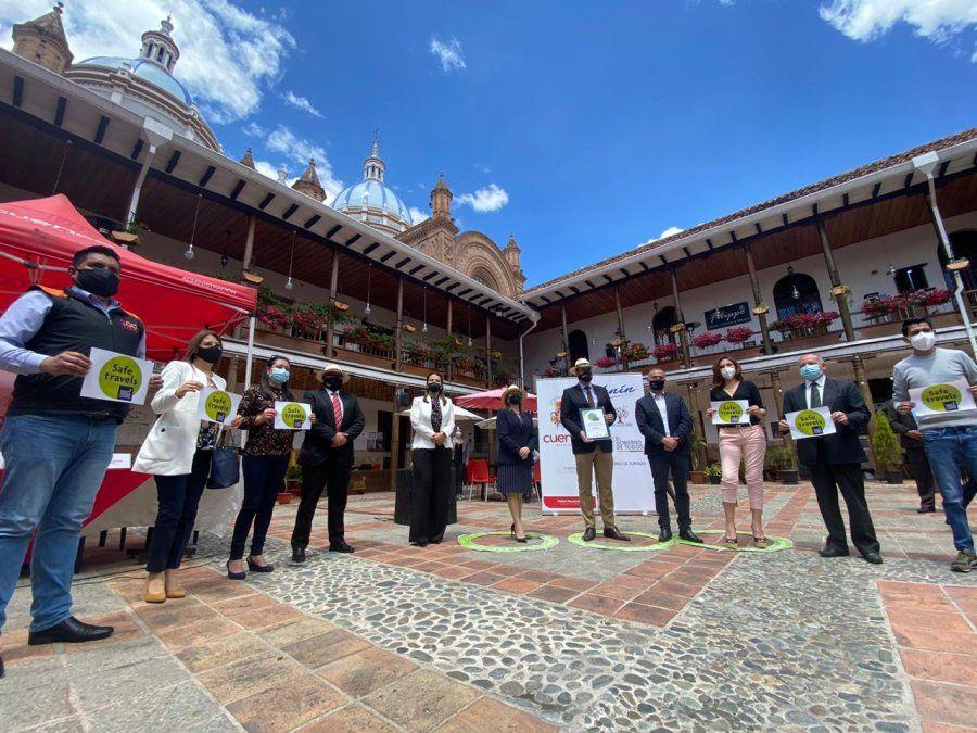 Entrega del Sello Viaje Seguro de WTTC a Cuenca con presencia de autoridades locales y del sector turístico