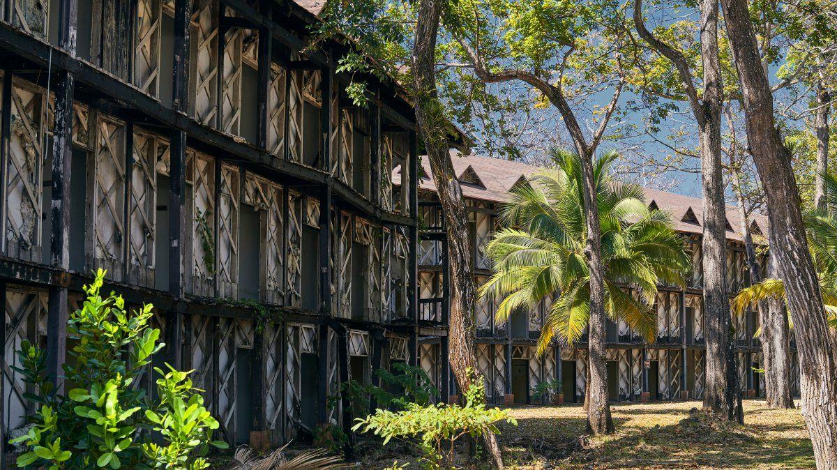 Los derruidos muros del Hotel Contadora atesoran numerosos secretos del jet-set internacional.