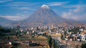Arequipa: suspensión de vuelos y transporte terrestre